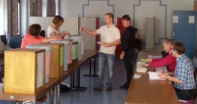 Sieben Wahlurnen zur Auswahl ...