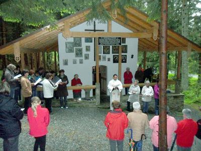 Foto zur Meldung: Feierliche Maiandacht bei der Kesselbodenkapelle