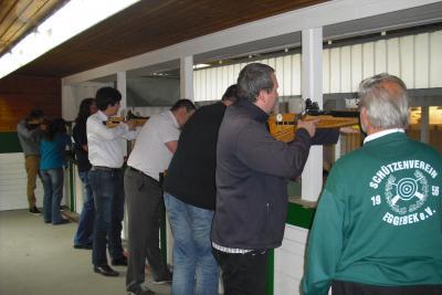 Foto zur Meldung: Vereins- und Firmenschießen beim Schützenverein Eggebek: Gärtnerkrug konnte den Pokal verteidigen