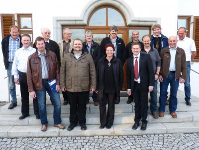 Foto zu Meldung: 1. Bürgermeister Andreas Eckl vom ältesten Gemeinderat vereidigt – Vize ist Michael Kellermeier
