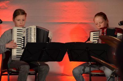 Foto zu Meldung: Gelungene Generalprobe für junges Parchimer Akkordeon-Duo