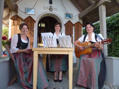 Foto zur Meldung: Stimmungsvolle Maiandacht an der Schedlbauer-Kapelle
