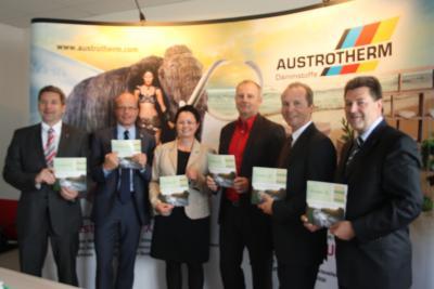Heft 1 des RWK-Kuriers erhielt Gerald Prinzhorn, Geschäftsführer des Unternehmens Austrotherm, bei der Einweihung des Werkes am Donnerstag.