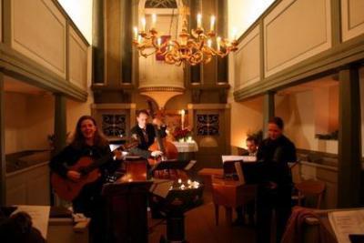 Vorweihnachtliche Weltreise mit Musik in Langengrassau