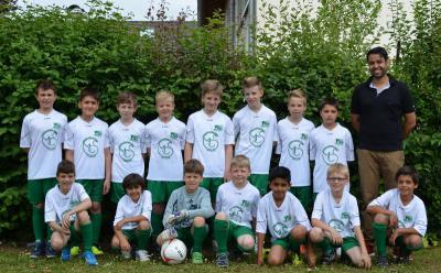 Foto zur Meldung: Schulmannschaftstrikots für die Fußball - AG