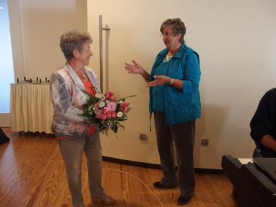 Foto zur Meldung: Frauenchor bringt Ständchen zum Geburtstag
