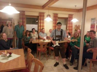 Foto zur Meldung: Zünftiger Auftritt beim Hagengruber Stammtisch