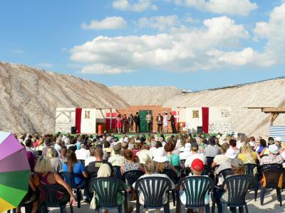 Vorschaubild zur Meldung: Endlich Sommer auf dem Salzberg - Holzhausmimen wünschen sich schönes Wetter für die letzten Vorstellungen