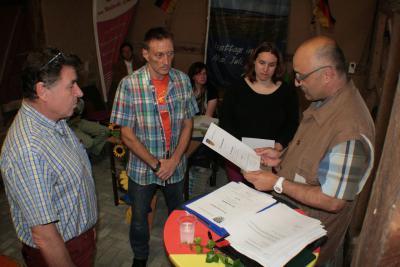 Bürgermeister Witzky führt die Beigeordneten Michaela Kortus, Frank Schneider und Gerd Heinemann in ihr Amt ein