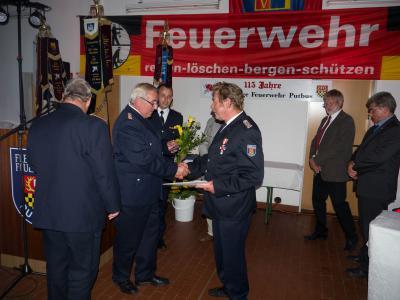 Foto zu Meldung: Verleihung der Ehrennadel des Landesfeuerwehrverbandes Mecklenburg-Vorpommern in Gold