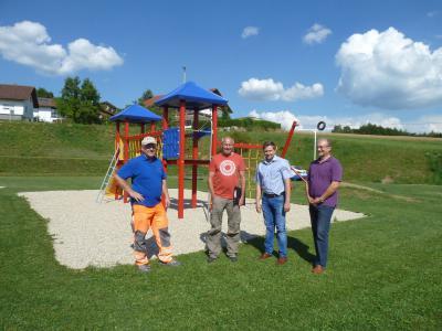 Foto zu Meldung: Zwei schöne Kinderspielplätze offiziell freigegeben