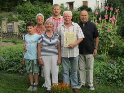 Der Fremdenverkehrsverein Weißenbrunn ehrte mit seinem Vorsitzenden Hans Engelhardt und 2. Bürgermeister Michael Bohl die aus Nordrhein-Westfalen stammenden Helmut Gregorius und Helga Neumann für über 30-jährige Treue als Feriengäste in der Ferienwohnung