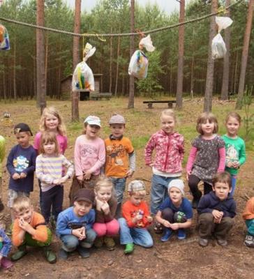 Foto zur Meldung: Kindertag auf dem Waldspielplatz