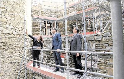 Foto zur Meldung: Ortsgemeinde: Arbeiten an der Burg Schwalbach im Zeitplan
