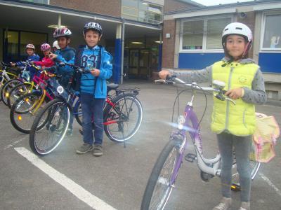 Foto zur Meldung: Radfahrtraining für die Viertklässler