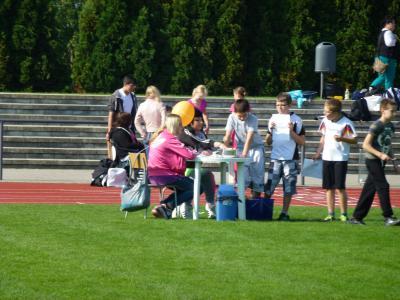 Foto zur Meldung: BFSG-Schüler als Kampfrichter beim Behindertensportfest