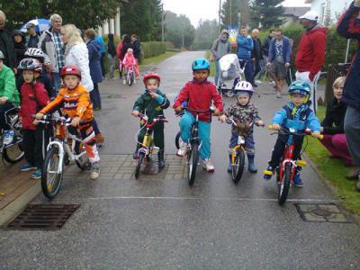 Foto zur Meldung: Kleine Friedensfahrt der Radsportler in Hohenfelde
