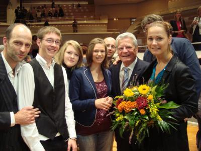 Foto zur Meldung: Joachim Gauck zeichnet die IGS aus