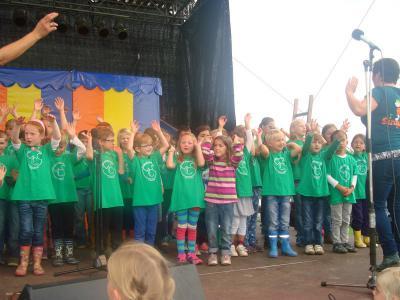 Foto zur Meldung: Auftritt mit der SingPause auf dem Familienfest (Dycker Feld)