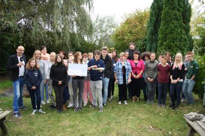 """Foto zur Meldung: """"Antenne MV macht Schule"""" in der IGS - 2000 € für neuen Gartenteich"""