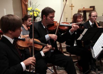 Foto zu Meldung: collegium musicum Parchim mit Musikschülern im Konzert