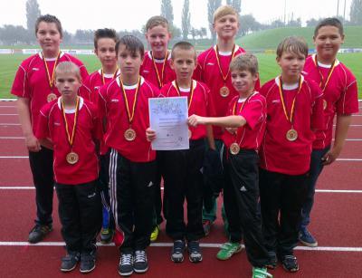 Foto zur Meldung: Strahlende Goldmedaillen-Gewinner vom Waldrand Leichtathletik Kreisfinale Prenzlau 30.9.14