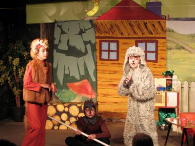 Vorschaubild zur Meldung: Wieder Sonntagsmärchen im Holzhaustheater Zielitz – tierische WG lehrt Räuber das Fürchten