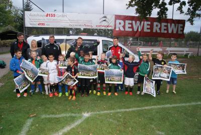 Foto zur Meldung: Das DFB-Mobil zu Gast beim TuS Davenstedt