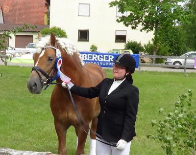 Foto zur Meldung: Anja Kühnel und Armstrong
