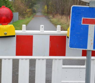 Voll gesperrt: Bis zum Wochenende ist der Radweg nicht passierbar
