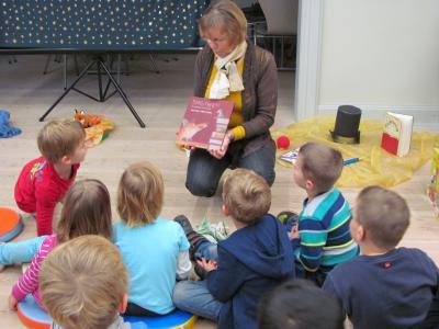 """Foto zu Meldung: """"Pippilothek??? Eine Bibliothek wirkt Wunder"""" – 1. Projekttag für eine Gruppe der Kita Regenbogen am 19.11.2014"""