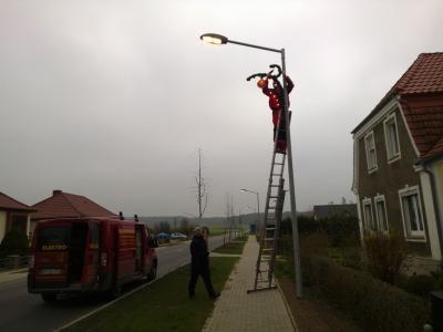 Foto zur Meldung: Installation von Straßenschmuck
