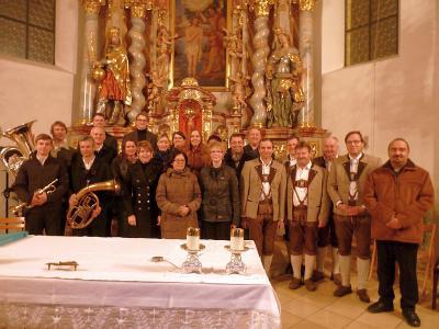 Foto zur Meldung: 30 Jahre Adventsingen in Moosbach – 50 Jahre Chorleiter und Organist Walter Stöger