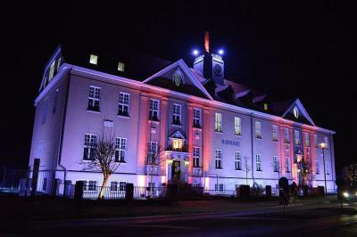 Foto zur Meldung: Rathaus beleuchtet