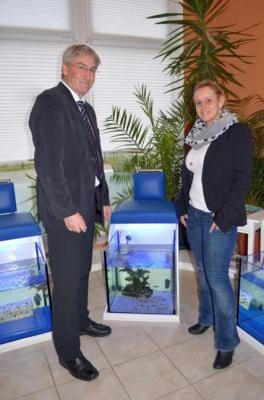 """Foto zur Meldung: Hunderte Mitarbeiter für weiche Haut – Bürgermeister Heiko Müller besuchte das Unternehmen """"Fußfisch Spa"""""""