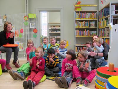 """Foto zu Meldung: 2. Projekttag mit einer Gruppe der Kita Regenbogen zum Buch """"Pippilothek??? Eine Bibliothek wirkt Wunder"""" am 26. November 2014 in der Bibliothek Wusterhausen"""