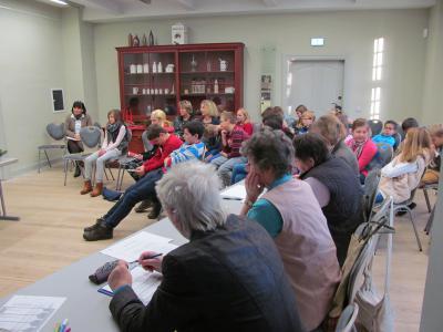 Foto zu Meldung: Vorlesewettbewerb der 6. Klassen in der Bibliothek Wusterhausen  –  spannender als ein Krimi