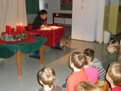 Foto zur Meldung: Adventliche Lesung in der Grundschule