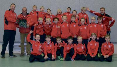 Foto zur Meldung: Dipl. Ing. Uwe Bilges fördert die E-Junioren des FC Hevesen.