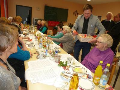 Foto zur Meldung: Adventfeier bei den Senioren