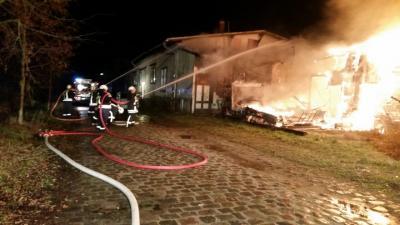 Foto zur Meldung: Nr. 56 Brand Bahnhof brennt ein Gebäude
