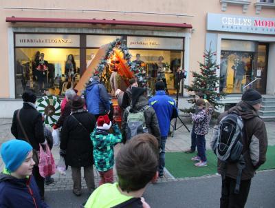 Foto zur Meldung: Weihnachtliches Treiben auf der Ernst-Thälmann-Straße am 1. Advent