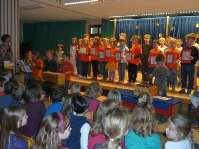 """Foto zur Meldung: """"Bist du der Weihnachtsmann"""" - Mit Schattenspiel und Liedern in die Ferien"""