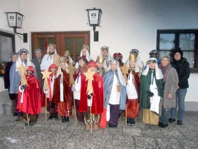 Foto zur Meldung: Sternsinger von Prackenbach und Krailing mit insgesamt 6 Gruppen sammelten 2.780 €