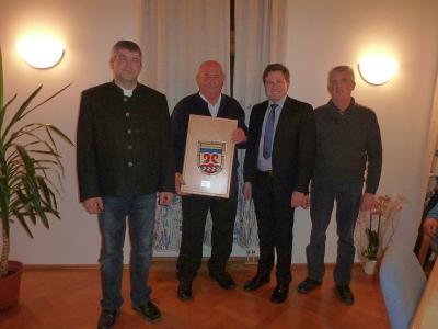 Foto zu Meldung: Letzte Gemeinderatssitzung mit Verabschiedung des langjährigen Feldgeschworenen Johann Stöger