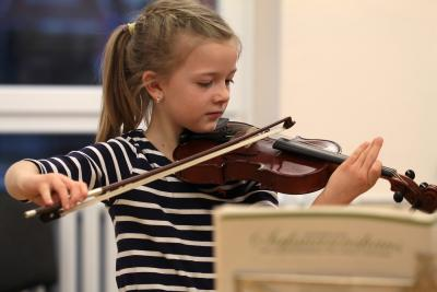 Foto zu Meldung: Instrumentenkarussell endet mit kleinem Konzert