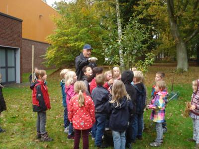 Vorschaubild zur Meldung: Lions Club spendet Birnbäume