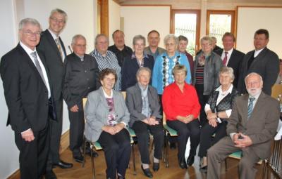 Foto zu Meldung: Hans Schmid zum Ehrenvorsitzender der Hutthurmer Pfarr-Caritas ernannt,  Pfarrer Herbert Oberneder neuer Vorsitzender