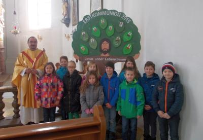 Foto zur Meldung: 10 Prackenbacher und Krailinger Erstkommunionkinder stellten sich vor