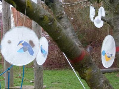 Foto zu Meldung: Bunte Eisvögel auf dem Pausenhof